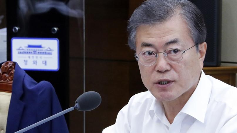 文 대통령 '최저임금 1만원 공약 못 이뤄 사과'