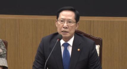 송영무, '수사 불필요'→'확인 필요'→'정치개입 끝내야'