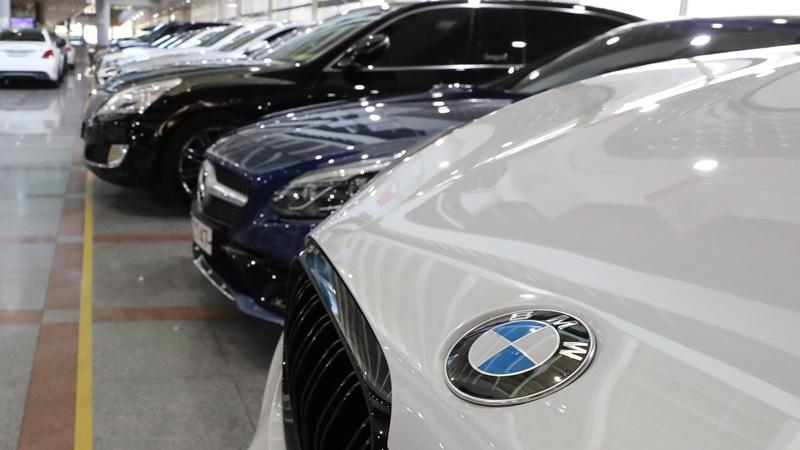 'BMW 공포' 갈수록 확산…'따로 주차하라' '판매 중단하라'