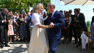푸틴 대통령, 오스트리아 외무장관 결혼식 참석 논란
