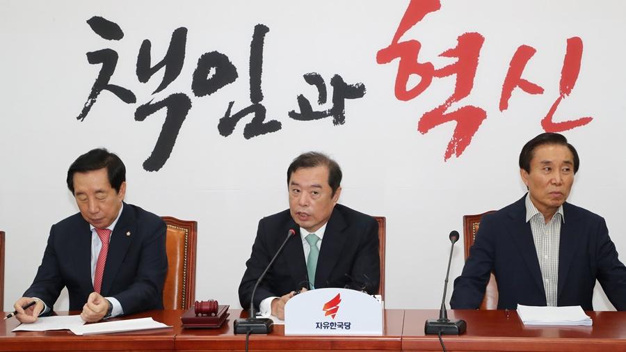 한국당 '253개 당협위원장 전원사퇴 의결…만장일치'