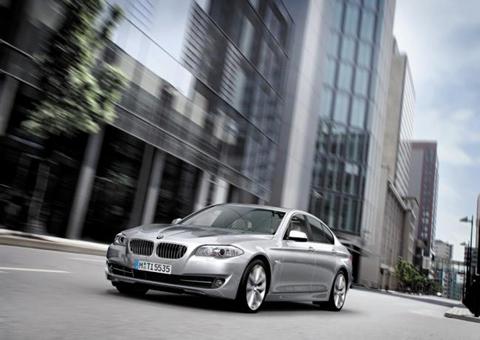 BMW 5시리즈. 지난달 1072대가 판매돼 수입 고급차로는 처음으로 단일 모델 월판매 1000대 벽을 넘었다. 수입 대중차로는 2008년 7월 혼다 어코드가 1103대로 단 한 번 1000대를 넘은 적이 있다. /BMW코리아 제공