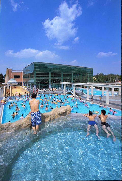 경기도 이천의 테르메덴. 온천욕과 물놀이를 동시에 즐길 수 있는 물놀이 테마파크다. /경기관광공사 제공