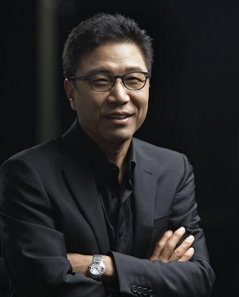 가수이자 TV쇼 진행자였던 이수만. 자신의 영문 이름을 딴 SM을 통해 수많은 아이돌을 길러낸 그는 영재학교의 교장이었던 셈이다. / SM엔터테인먼트 제공