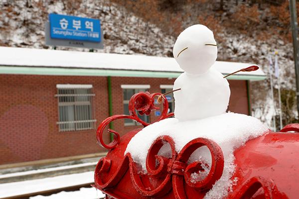 승부역은 조용히 눈을 즐길 수 있는 곳이다.