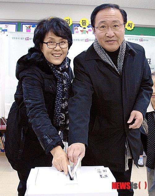 노회찬 진보정의당 대표와 부인 김지선(왼쪽)씨./뉴시스