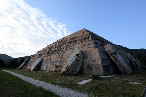 [중국여행백과]고구려 장수왕의 무덤은 '피라미드'