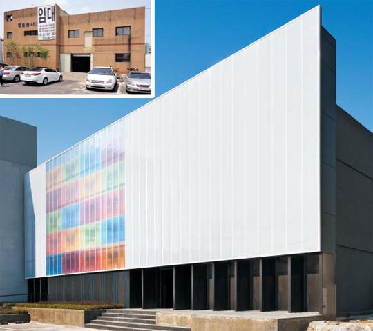 건축가 임영환·김선현씨가 개조한 서울 독산동 스타덤엔터테인먼트 사옥. 30년 전 도축장이 즐비했던 이곳 정육창고(작은 사진)를 리모델링했다. 파사드 안의 그래픽은 조PD 은퇴 앨범 재킷에 쓰였던 것이다