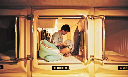 일본 도쿄 신주쿠에 있는 캡슐 호텔.