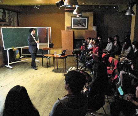 작년 10월 9일 신촌의 대안문화카페 '체화당'에서 홍성수 숙명여대 법대 교수의 지식공유 강연이 진행되었다.