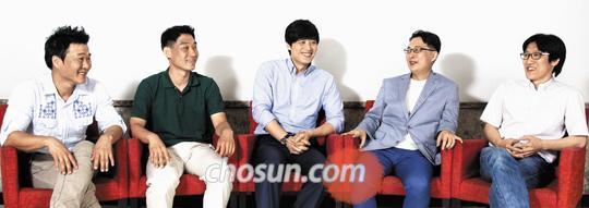 (왼쪽부터) 전희준·이민철씨, 한준호 아나운서, 황진철·김산씨.