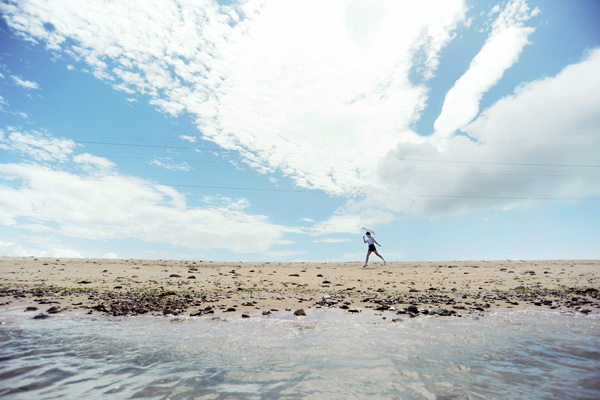 비진도는 지형적인 특징으로 바다와 모래, 하늘, 구름이 한데 어우러지는 모습을 한데 담을 수 있다.