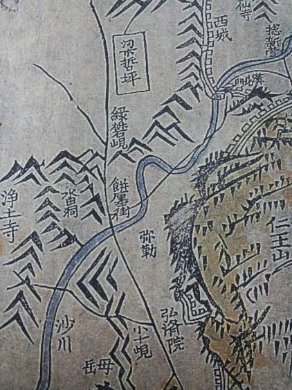 수선전도(首善全圖) 중 녹번현 부분. 지도 가운데 산모양 표시 중간 부분에 녹반현(綠礬峴)이라는 지명이 분명하다.