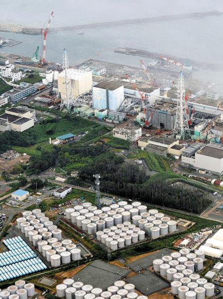 '21세기 체르노빌'로 통하는 일본 후쿠시마 제1 원전 전경. 이곳에서 나온 고방사성 오염수가 태평양으로 대량유출돼 수산물 소비가 많은 각국 식탁을 위협하고 있다.