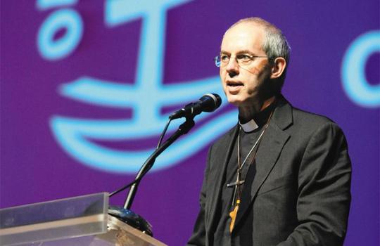 """""""전 세계의 그리스도교인들은 서로를 필요로 하고 서로를 통하여 그리스도를 듣는 것을 배워야 한다""""고 말하는 웰비 캔터베리 대주교 사진"""