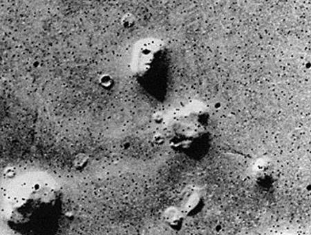 화성인의 얼굴? 아니면 그림자가 만들어낸 우연한 패턴 사진