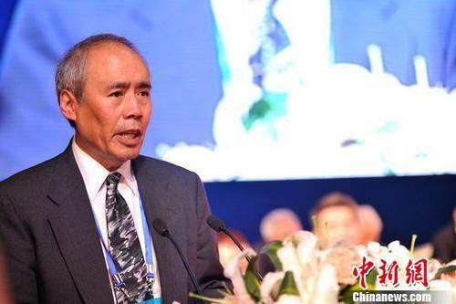 타이창에서 우젠슝 100주년 기념연설을 하고 있는 아들 위안웨이청.