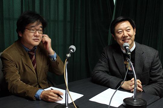 김철중 의학전문기자(왼쪽)와 김창섭 내안애 내과 원장