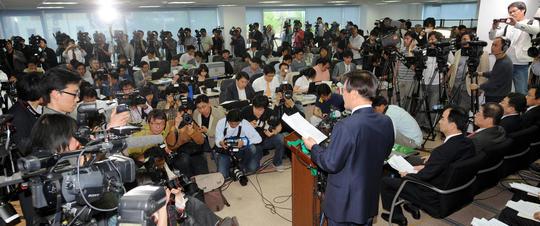 2008년 4월 조준웅 삼성특별검사가 서울 한남동 사무실에서 수사결과를 발표하고 있다.