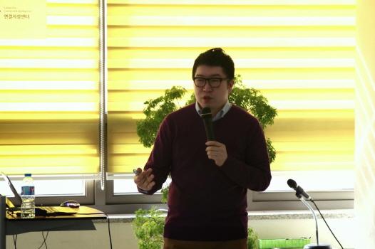 지난 3일 조선비즈 연결지성센터에서 '3년 후 세상을 흔들 플랫폼'이라는 주제로 열린 연결지성포럼에 연사로 참석한 김진영 로아컨설팅 대표의 모습/연결지성센터
