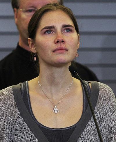 2011년 2심 법원에서 최종 변론을 하기 직전의 녹스. 녹스는 2심에서 증거부족으로 살인 혐의를 벗었다./AP 뉴시스