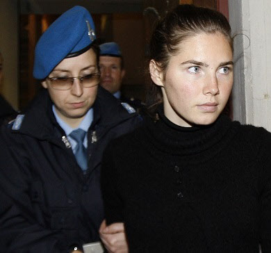 2009년 1심 법원에서 유죄 판결을 받고 나오는 녹스./AP뉴시스