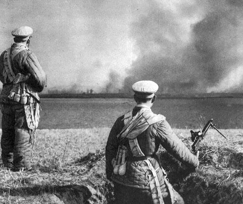 6.25 참전을 위해 1950년 10월 경 압록강 도하를 기다리고 있는 중공군 모습.