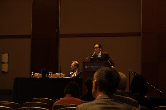 송종국 과학기술정책연구원장이 16일(현지시각) 시카고에서 열린 미국과학진흥협회(AAAS)에서 국내 대학의 기술 이전에 연설하고 있다.  /박근태 기자