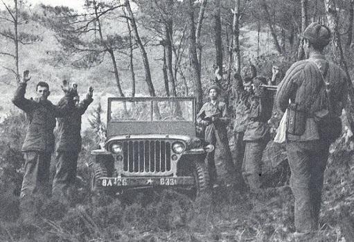 1950년 10월 말 평북 운산 근처에서 첫 공세에 나선 중공군에게 포로로 잡히고 있는 미군 장교와 지프.