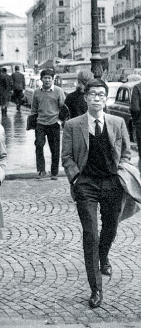1965년 미국 남가주대학으로 떠나기 전 파리를 거니는 서른다섯 시절 박이문.