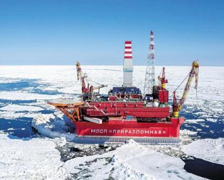 러시아 국영 에너지회사 가즈프롬이 북극해에서 개발한 '프리라즈롬나야' 해저 유전에서 원유를 채굴하고 있다. 지구 온난화로 빙하가 녹으면서 북극 개발이 가속화되고 있다