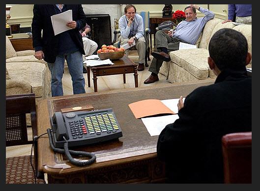 미국 오바마 대통령 집무실 책상 위에 놓인 텔리코어사의 IST 2./백악관 공개 사진