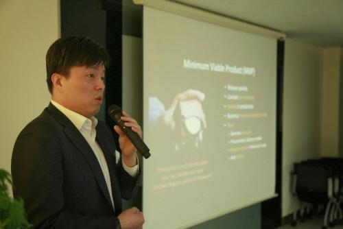 장혜덕 아마존 웹서비스 부사장이 아마존의 클라우드 서비스 전략에 대해 설명하고 있다./최지웅 연구원
