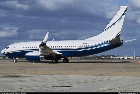 2013년 3월 10일 WESTLEY BENCON이 미국 올란도 국제공항에서 촬영한 이건희 삼성그룹 회장의 예전 전용기(편명 N8767).