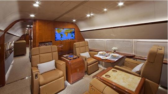 이건희 회장이 이용하다 매각한 HL 7770(현 N8767)의 비지니스 클래스격인 거실./사진=아브젯 홈페이지