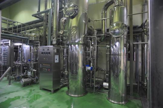 대동고려삼의 신융합 농축 시스템. 홍삼이 가진 고유의 맛과 향을 그대로 유지하면서 저온에서 고농축 생산을 할 수 있는 장비다.