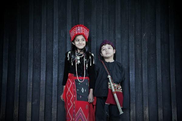소수민족의 전통의복을 대여하고 있어 기념사진으로 추억을 남겨보자.