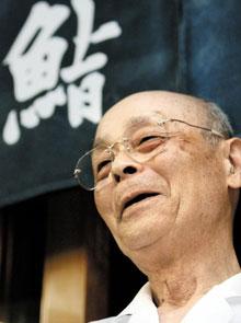 일본 도쿄(東京) 긴자(銀座)에 있는 스시 전문점'스키야바시 지로'의 주방장 오노 지로(小野二郞).