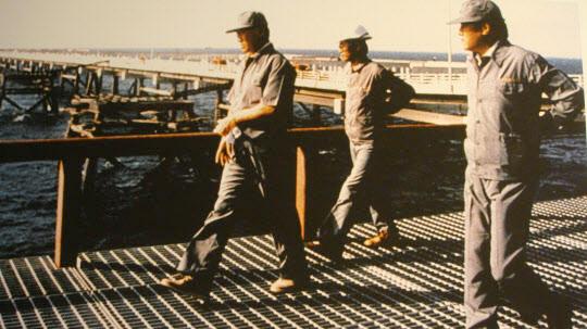 사우디 아라비아의 주베일 산업항 건설현장을 돌아보는 정주영 회장.