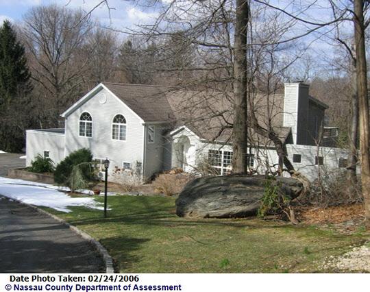 유병언 전 세모회장이 최고경영자로 등기된 세모아메리카가 1990년 매입한 뉴욕 롱아일랜드 포트워싱턴의 저택 전면사진.