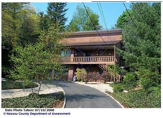 유병언 전 세모회장의 동생이자 가수 박진영씨의 장인 유병호씨 부부가 2002년 매입한 뉴욕 롱아일랜드 포트워싱턴의 주택 전면사진.