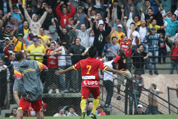 지난해 상파울루주 1부 리그 승격이 확정된 후 환호하는 소로카바 클럽 선수들. photo 소로카바 클럽