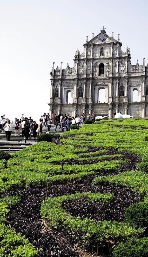 마카오의 랜드마크인 성 바울 성당의 유적. 보이는 벽면이 전부며 나머지는 모두 소실됐다. / 마카오 관광청 제공