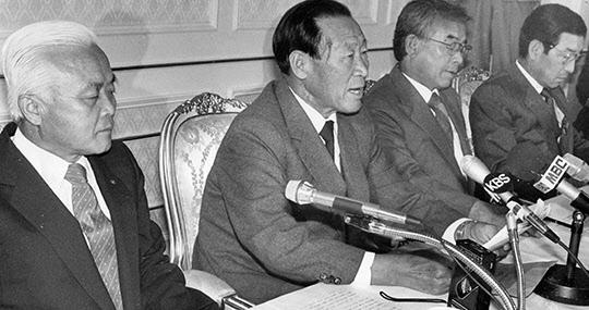 1984년 10월 13일 정주영 당시 전경련 회장 등 4개 경제단체장이 기자회견을 하는 모습./조선일보DB
