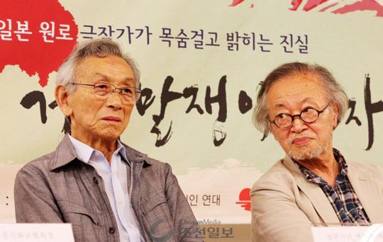 위안부 문제를 다룬 연극'거짓말쟁이 여자, 영자'를 20년 만에 한국 무대에 올리는 제작자 사토 가이치(왼쪽)씨와 후지타 아사야씨.