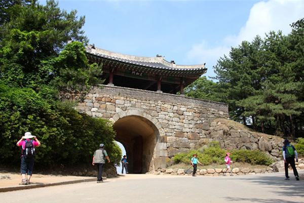 남한산성 남문 쪽 풍경.