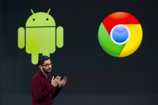 선다 피차이(Sundar Pichai) 안드로이드 및 크롬 담당 수석부사장이 25일 I/O 개발자 컨퍼런스에서 안드로이드 킷캣(4.4) 뒤를 잇는 차세대 운영체제 '안드로이드L'에 대해 설명하고 있다. /사진=블룸버그