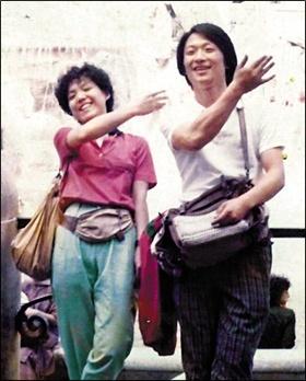 '시몬느'는 박은관 회장이 대학 때 만난 부인 오인실을 부르던 애칭이다. '이상형' '당신' 등의 뜻을 가졌다. 사진은 두 사람이 1985년 6월 신혼여행 중 이탈리아 로마 트레비분수 앞에서 찍은 것이다.