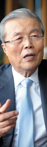 김종인 전 청와대 경제수석이 5일 본지와 인터뷰를 갖고 야당의 개혁 방안에 대해 이야기하고 있다.