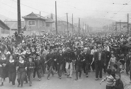 1960년 4월 18일 부산 데모 사진.